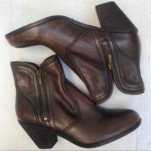SAM EDELMAN 9 brown booties